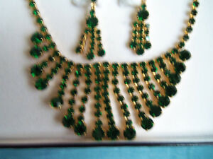 EMERALD RHINESTONE NECKLACE W/MATCHING EARRINGS/IN CASE/NY London Ontario image 2