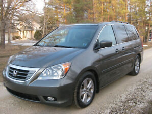 2008 Honda Odyssey Touring   One Owner / No Accidents