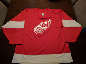 Detroit Redwings CCM Jersey like new Medium