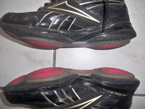 Reebok running shoes size 5 Windsor Region Ontario image 6