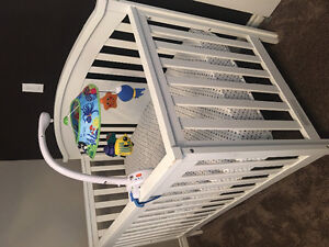 Very lightly used crib and organic cotton cover mattress