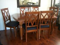 Dining Room Table w/ built-in leaf and 6 chairs