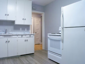 1 BR WITH HARDWOOD FLOORS AND WASHER/DRYER