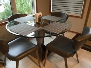 Kitchen dinette set