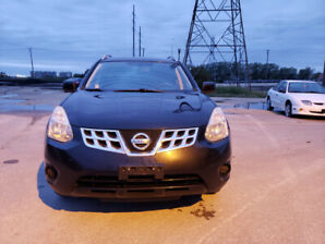 Selling 2011 Nissan Rogue. Clean Title. SAFETIED