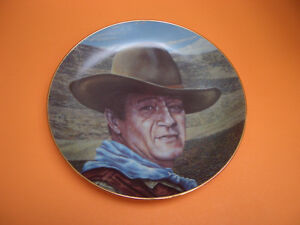 "JOHN WAYNE ""AN AMERICAN LEGEND"" COLLECTOR PLATE WITH DVD MOVIE"