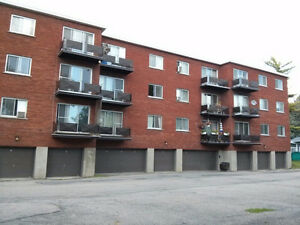 GRAND 4 1/2,EXCELLENTE LOCATION,au coeur du Village P-Claire West Island Greater Montréal image 3