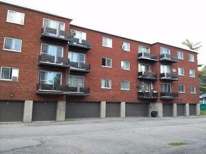 4 1/2 et 3 1/2.EXCELLENTE LOCATION,au coeur du Village P-Claire West Island Greater Montréal image 3