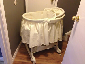 """""""First years"""" off-white bassinet"""