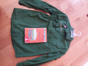 Scouts Canada shirt and handbook-like new