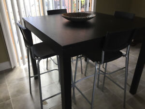 Table Haute Bjursta/Ikea Brun noir + 4  Tabourets bar dossier, n