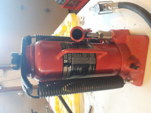 MotoMaster Pneumatic/Hydraulic Bottle Jack