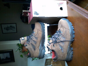 New Red Wing hiking boots 10.5 EE