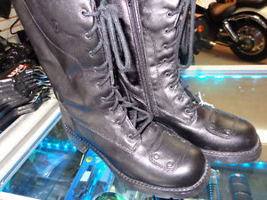 Ladies boots in size 8-   recycledgear.ca