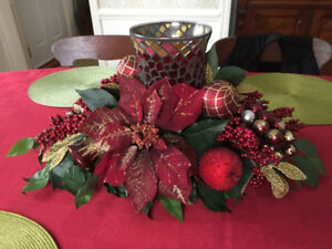 Christmas Centre Piece/burgundy, mosaic hurricane glass glibe