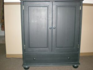 TELEVISION / ENTERTAINMENT CABINET