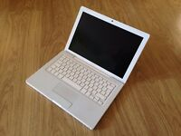 Macbook White Apple laptop 4gb ram Intel 2ghz Core 2 duo with 320gb hard drive