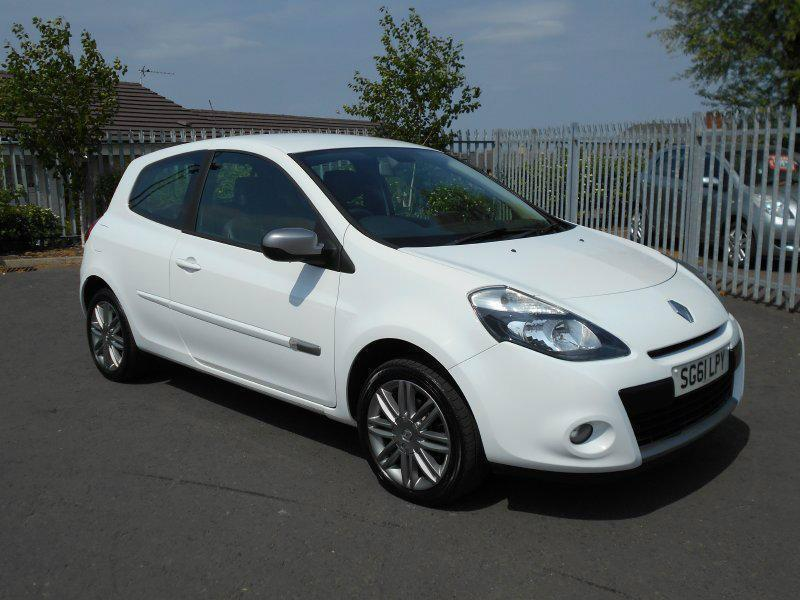 2011 renault clio 1 2 16v dynamique 3dr tom tom in larkhall south lanarkshire gumtree. Black Bedroom Furniture Sets. Home Design Ideas