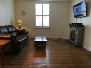 Spacious One Bedroom on Main Level- Old East Hill