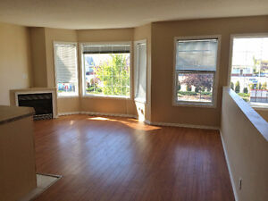 Beautiful, Just Reno'd Strathmore Rental, A/C and 1/2 Month Free