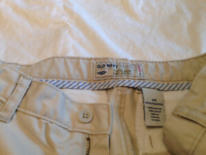 ALMOST NEW - Old Navy Pleated Khakis Pants