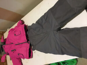 Girls snow suit 3t like new
