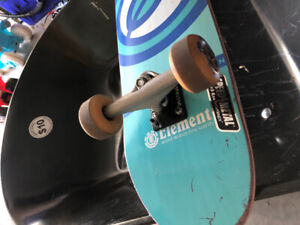 Skateboard destucto trucks