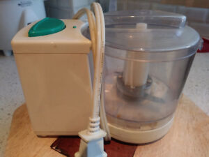 EXCELLENT WORKING CONDITION GARLIC MINI CHOPPER FOR $17 or OBO