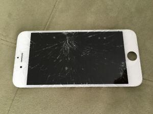 Ton iPhone est brisé moi je l'achète à bon prix.