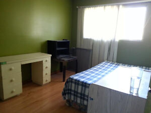 FURNISHED ROOM AVAILABLE FOR RENT TODAY@$260/W,$800/M-DOWNTOWN