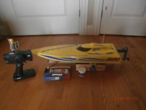 """SuperVee 27"""" speed boat for sale."""