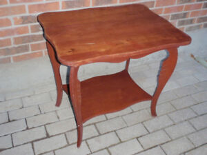 Table d'appointe en bois massif / Solid Wood Accent / SideTable