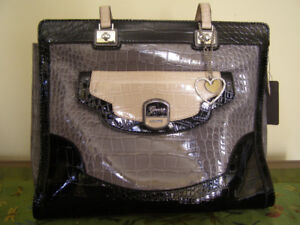 Brand new Guess purse - a great Xmas gift!