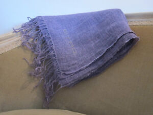 Elegant Etro Made in Italy purple linen scarf