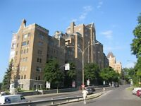 Great condo in the luxurieuse Gleangles downtown / parking