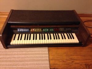 Lowrey L2 portable Organ! Works and looks great!