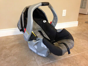 Graco Snugride + two Bases