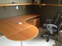 Excellent condition L-shape office table and chair