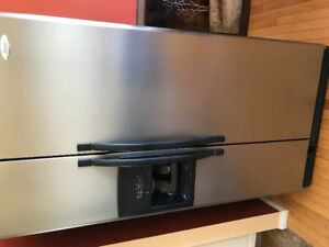 Whirlpool Fridge with ice and water maker