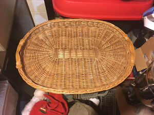 Wicker serving platter with glass liner