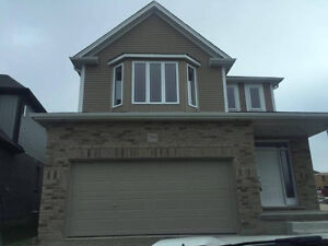 Detached house for lease