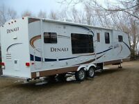 REDUCED TO SELL - 2008 DENALI TRAILER 295BS-DSL
