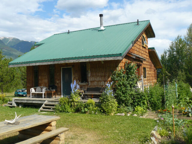 28 ACRES with COUNTRY COTTAGE AND GUEST HOUSE, DUNSTER, BC