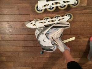Women's rollerblades firefly , size 6 but I'm a 7 n they fit ,