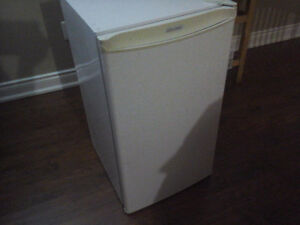 """30"""" maytag self cleaning oven./48""""ELE fireplace/Danby bar fridge"""