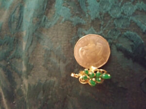 18k gold and jade intricate pendant
