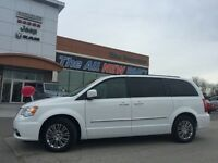 2015 Chrysler Town & Country Touring-L ACCIDENT FREE, HEATED LEA