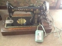 PORTABLE ANTIQUE SINGER SEWING MACHINE