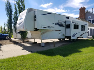 2007 40FT 5th Wheel Regal 365BHTS By Fleetwood Winter Extreme