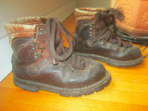 WINTER / HIKING BOOTS